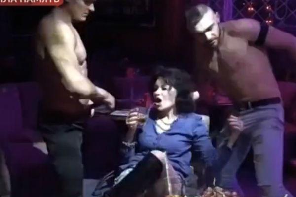 жена гогена
