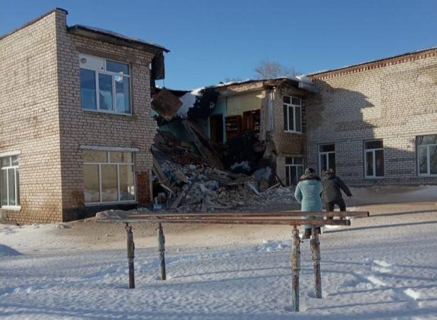 Здание школы обрушилось в Чувашии