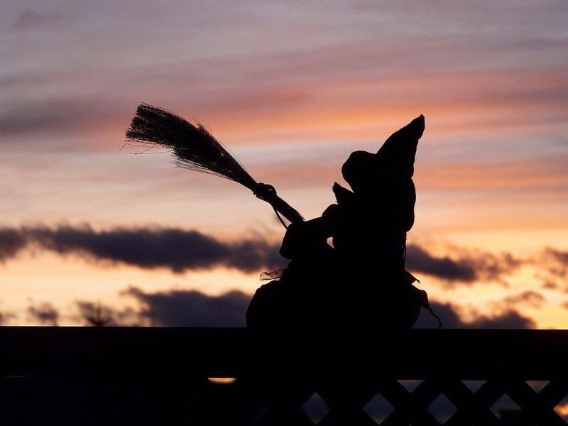 Силуэт ведьмы