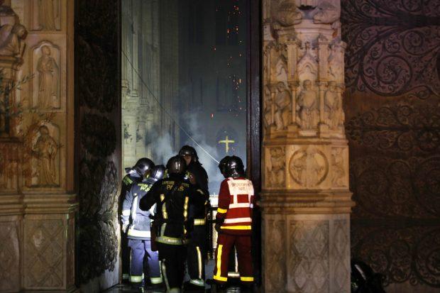 подар в соборе парижской богоматери