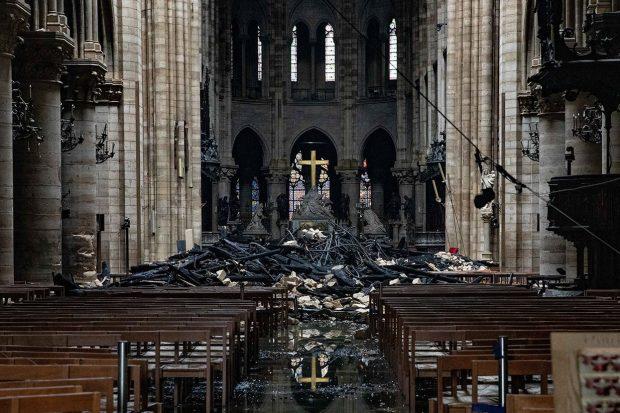 сгоревший собор парижской богоматери