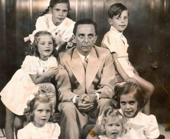 Йозеф Геббельс с детьми