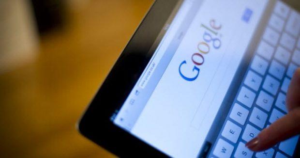 Запрос в поисковике на экране планшета