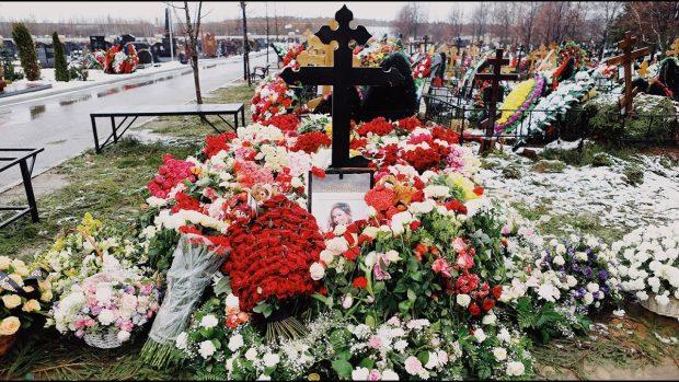 На могиле Началовой