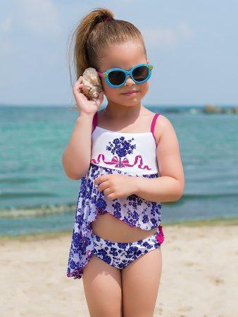 Ребёнок у моря