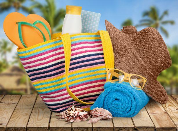 Пляжная сумка с вещами