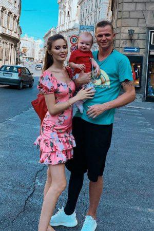 Анастасия Костенко с сыном и мужем