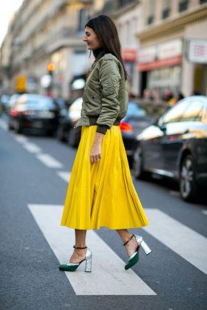 Модный образ с жёлтой юбкой