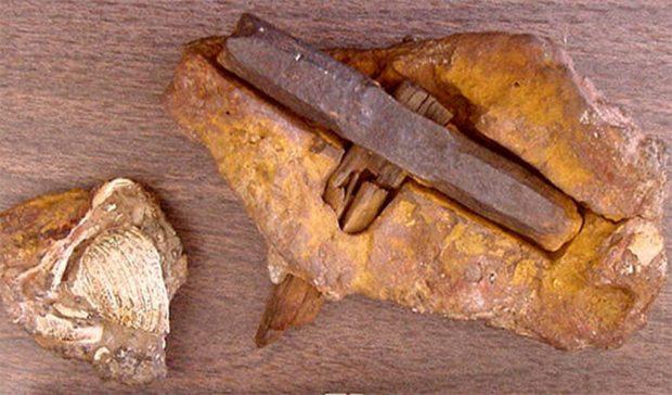 Древний молоток