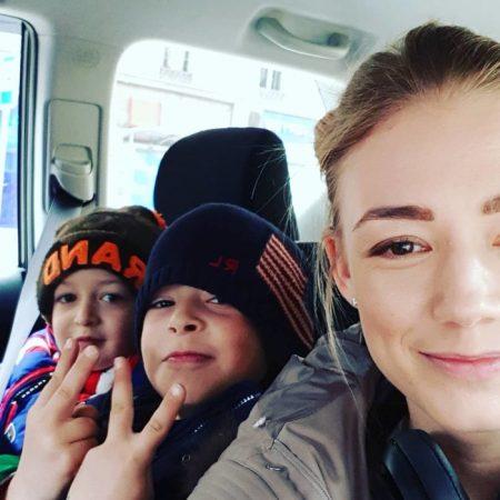 Оксана Акиньшина с детьми