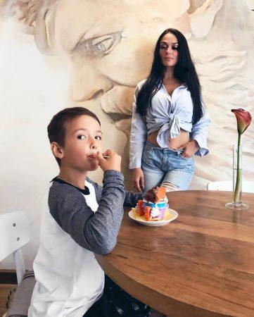 Алёна Водонаева с сыном