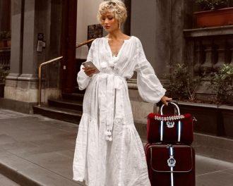 девушка в белом платье макси