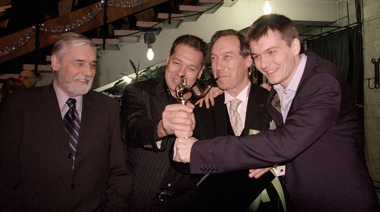 этаж династии советского и российского кино фото ночном