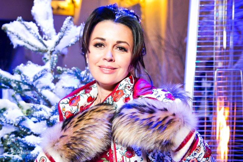 Пиар-директор сообщила о выходе Анастасии Заворотнюк из комы