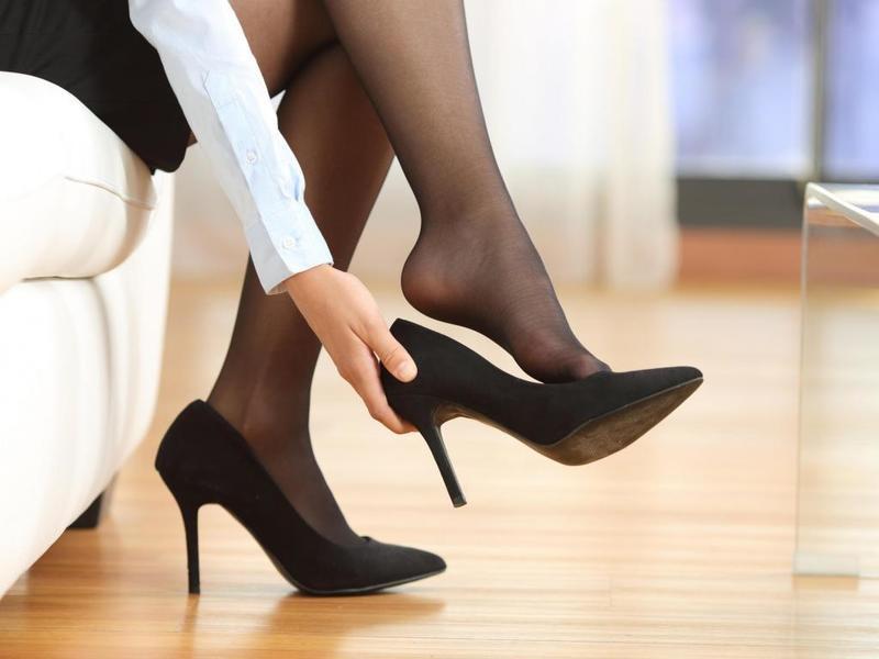 высокая девушка на каблуках