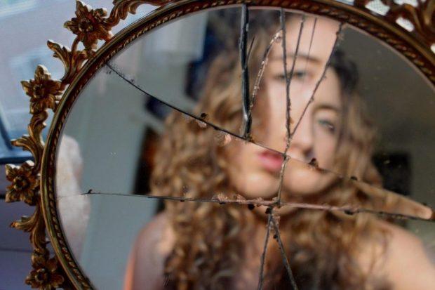 битое зеркало