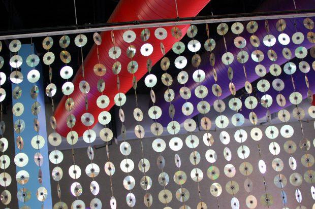 Занавес из CD-дисков