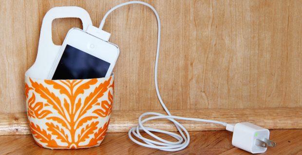 Чехол для зарядки телефона из пластиковой бутылки