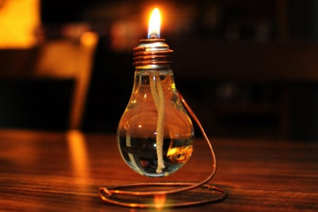 Масляная лампа из старой лампочки