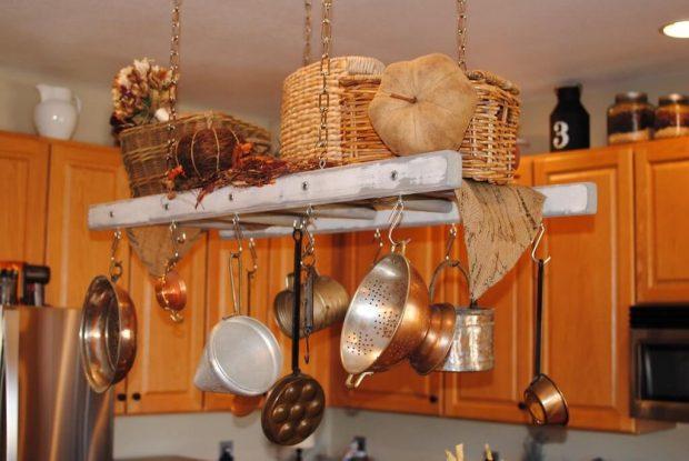 Рейлинг из лестницы на кухне
