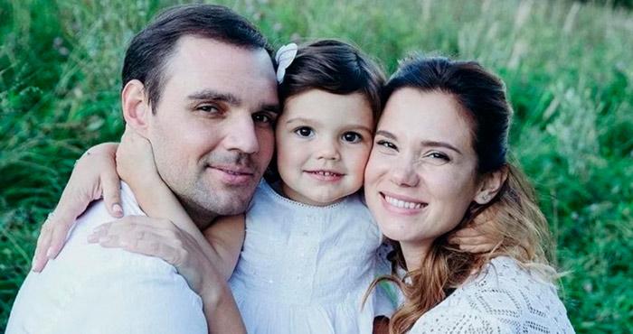 Артем Алексеев с семьей