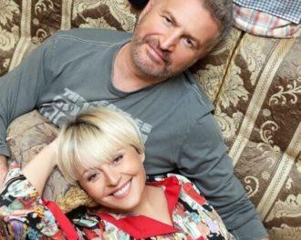 Любовь издалека: звездные пары, которые живут гостевым браком